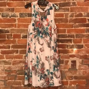 Fun flirty floral dress!
